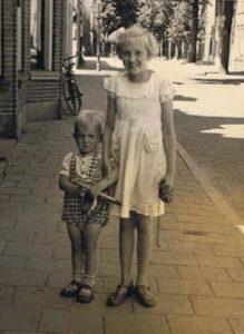 1 AK Tante Trijn Annie en Wijnand