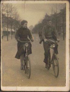 1934 mam 16 jaar Miep Bos