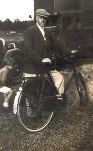 ABV Pa Cor Visser Dzn met fiets