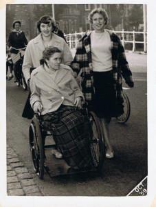 AK 2 tante Trijn Annie en vriendin 8 okt Alkmaar