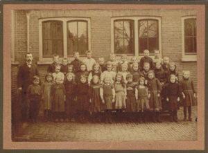 Eenigenburg Piet Jonker 7 School 't Hoogt 1