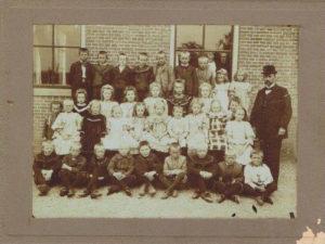Eenigenburg Piet Jonker 7 School 't Hoogt