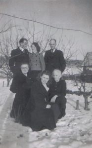 Jan Naberman en Gré Visser, Cor Visser Pzn. Mien Visser-Kooiman, Alida Visser en vooraan Aly Visser Pdr