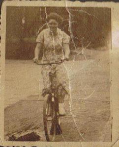 Miep Bos 02 09 1936 18 jaar