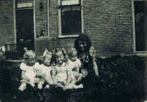 a kinderen P Blom (achter huis broer Schoorl)