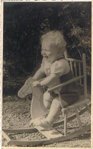hobbelpaard gekregen op mijn eerste verjaardag 1950