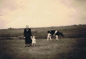 Aagje Dekker met kleinzoon Jaap de Vries zoon van Ant Strooper