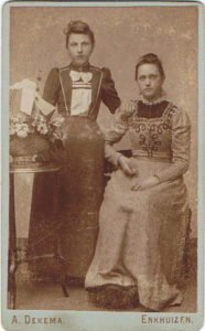 Alida Visser en Trijntje Kort de latere vrouw van Dirk Mantel