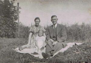 Rie Strooper en Nico de Haan met dochter Rie A19