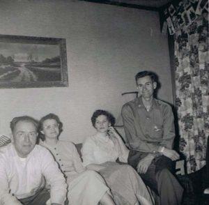 dec. 1957 Jan Strooper, Agnes dochter van Griet, Roberta, schoondochter van Griet, Ken zoon van Griet