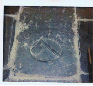 kerk E'burg grafsteen bijl duidt op boer, lantman