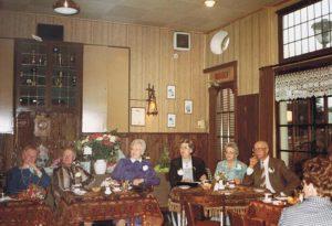 vlnr, Geer Strooper, Rie Strooper, Griet Strooper, Anna Strooper, Vrouwtje Kossen, Willem Strooper